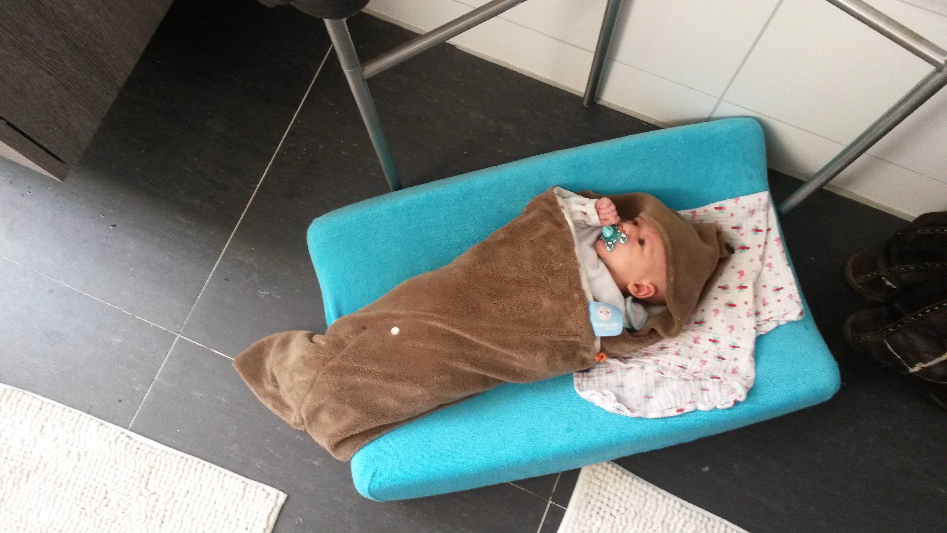 badritueel met een peuter en newborn